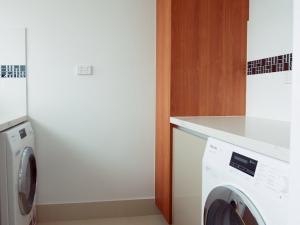 Remodelled Hamilton unit laundry